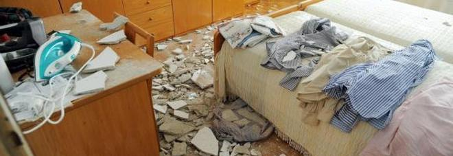Vicini troppo rumorosi crolla soffitto della casa il mattino - Vicini di casa rumorosi ...