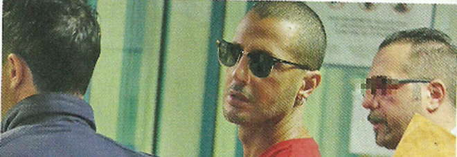 Fabrizio Corona viene scortato all'ospedale Galeazzi di Milan