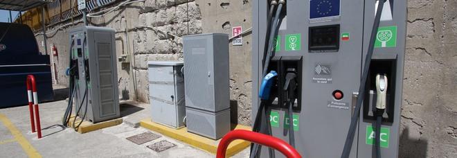 Mobilità green, Napoli all'anno zero: solo 34 colonnine elettriche per le auto