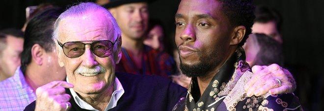 Stan Lee assieme a  Chadwick Boseman, star del nuovo film Marvel