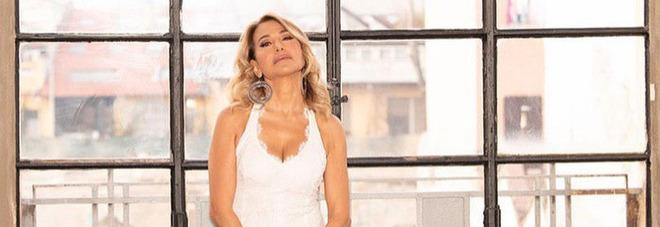 Barbara D'Urso, boato in diretta a Pomeriggio 5. Lei lancia la pubblicità: «Non so cosa sia successo». Paura in studio