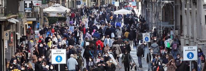 Covid in Campania, oggi 1.202 positivi e 21 morti: l'indice di contagio torna sopra il 10%, crescono anche ricoveri e terapie intensive