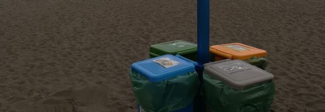 Il punto di raccolta della differenziata sulla spiaggia della Rotonda Diaz