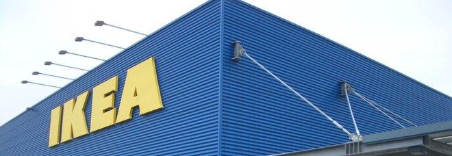 Ikea, in migliaia si radunano per giocare a nascondino: interviene la polizia