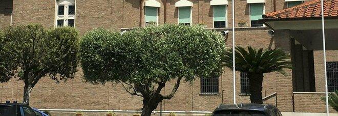 Roma, cuoca stuprata alla scuola Santa Chiara (Torrino) mentre i bambini sono a lezione