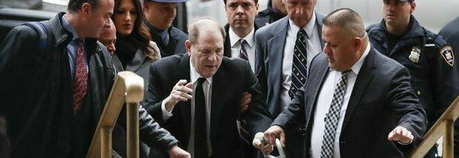 Harvey Weinstein estradato in California: nuove accuse di violenze sessuali