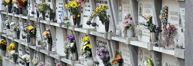 Svuotano i loculi, fanno a pezzi i cadaveri e li gettano nei rifiuti: così liberavano i posti al cimitero di Tropea