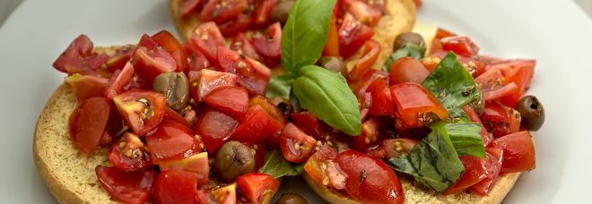 Friselle, sarde e pappa al pomodoro: ecco tre ricette sostenibili per l'estate 2020
