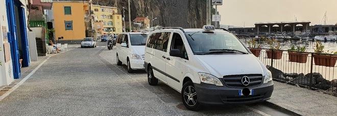 Taxi a Sorrento, corse a peso d'oro ma Federalberghi non ci sta