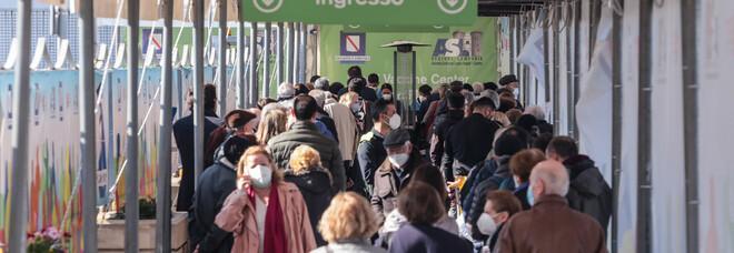 Covid in Campania: recuperate dosi degli assenti, i centri vaccinali restano aperti