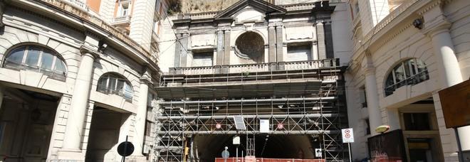Napoli, stop alla riapertura della Galleria Vittoria: «Rischio nuovi crolli, impossibile aprire»