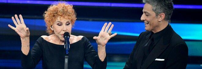 Ornella Vanoni, frecciatina a Fiorello: «Perché canti anche tu? Qui ci sono i cantanti»