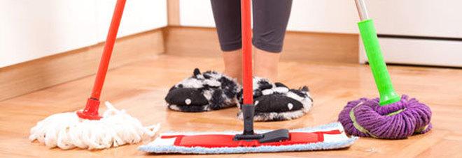 Pulizie domestiche: spettano alle donne anche se lavorano tutto il girono. L'uomo? Paga le bollette