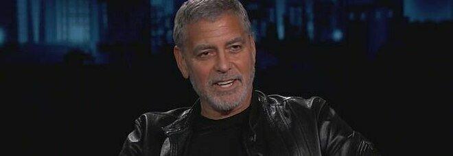 George Clooney: «I nostri gemelli usano l'italiano contro di noi». Il segreto imbarazzante svelato al Kimmel Show