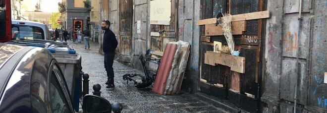 Piazza Mercato, dopo un mese via la discarica di Sant'Eligio: «Ma in strada resta l'amianto»