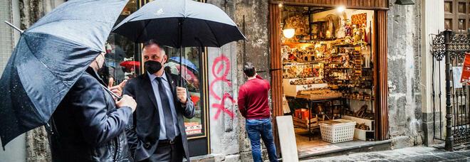 Il ministro Garavaglia a San Gregorio Armeno: «Organizzeremo mostre dell'arte presepiale»