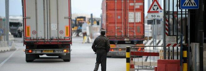 Porto di Salerno, sequestrati 16 quintali di motori destinati alle discariche in Senegal