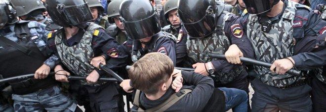 Russia, oltre mille arresti ai cortei contro riforma pensioni. Elezioni, Sobyanin confermato sindaco di Mosca