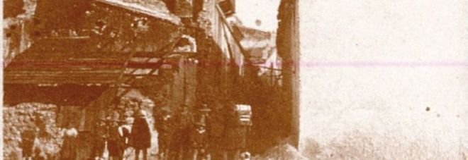 Resti di piazza Mercato a Potenza dopo il terremoto del 1857 (foto Alphonse Bernoud)