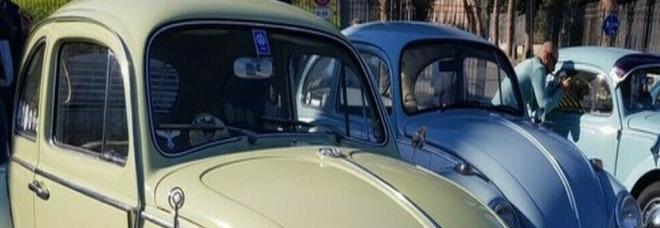 Un insegnante brasiliano vende la sua macchina per problemi economici e i suoi ex studenti la comprano e gliela regalano