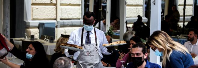 Napoli zona gialla, assalto al lungomare e weekend a rischio caos: «Vigilantes tra i clienti»