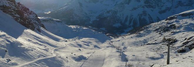 Fa sci fuori pista e si schianta contro un albero: morto in Val d'Aosta