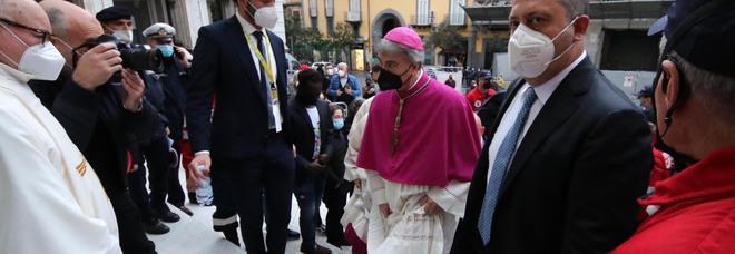 Napoli, il libro del vescovo Battaglia: «Giovani, alfieri di legalità date scacco alla camorra»