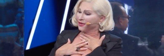Tale e Quale Show, Carmen Russo scoppia a piangere in diretta dopo l'esibizione. Interviene Carlo Conti