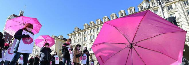 """Donne e lavoro, il governo punta sulla """"rivoluzione rosa"""": premi, crediti e asili. Legge in arrivo contro il gap salariale"""