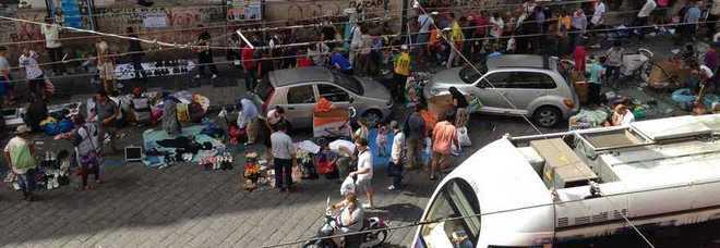 Piazza nolana tra rifiuti e mercatini illegali abitanti e - Mercato di porta nolana ...