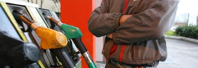 Iva carburanti, stop al pagamento in contanti dal benzinaio