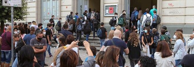 Liceo «Mancini», riapertura ok e il green pass funziona