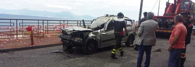 Ennesimo incidente per sfondamento parapetto a Posillipo