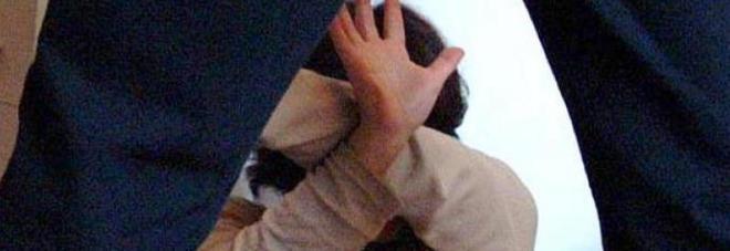 Sequestrata, picchiata e violentata dal branco la notte San Valentino