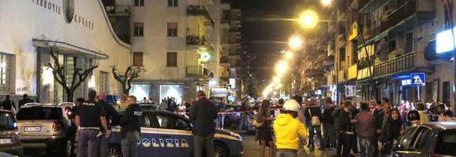 Napoli. Sparatoria choc a Fuorigrotta: grave poliziotto dell'antiracket. Trovato scooter dei banditi, è caccia all'uomo