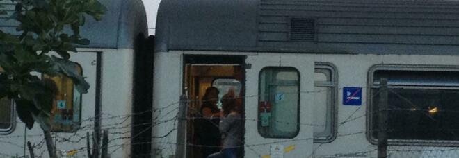 Campania, donna no vax si rifiuta di indossare mascherina: treno bloccato