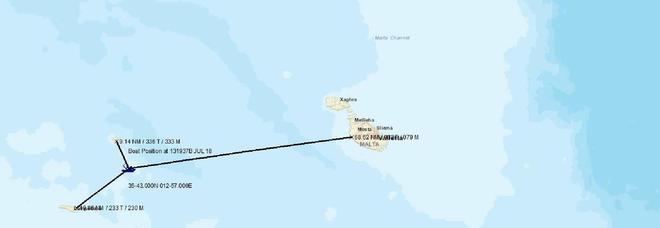 Migranti, barcone a 20 miglia da Lampedusa. Salvini: porti chiusi. Alla Guardia costiera l'ordine di non intervenire