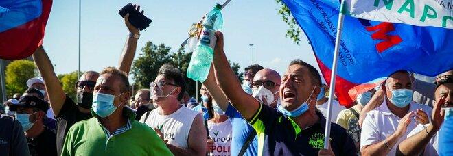 Whirlpool, Invitalia presenta il piano per Napoli: consorzio e 87 milioni di investimenti. Licenziamenti sospesi fino al 15 ottobre