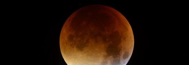 Torna la Superluna, nella notte la prima eclissi del 2019