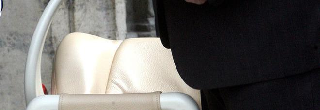 Coniugi lasciano bimbo di 4 anni chiuso in macchina, denunciati per abbandono di minore