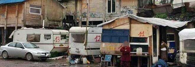 Covid a Napoli, focolaio nel campo rom di Giugliano: uno su tre è positivo