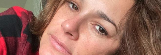 Alena Seredova contagiata dal Covid: «Positiva e sintomatica. Speriamo che passi presto»