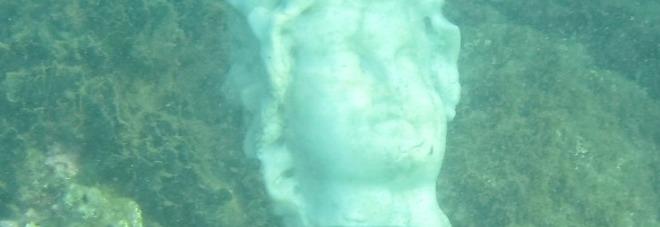 Pozzuoli, spuntano reperti archeologici dal mare