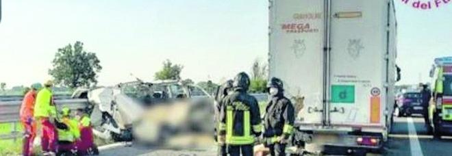 A1, con l'auto nella scarpata a Capua: un morto, cinque chilometri di coda