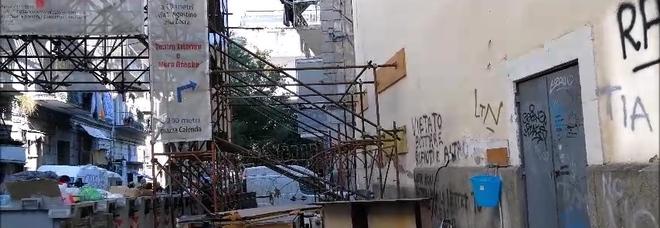 Crisi rifiuti a Forcella, gli ingombranti invadono vicoli e strade