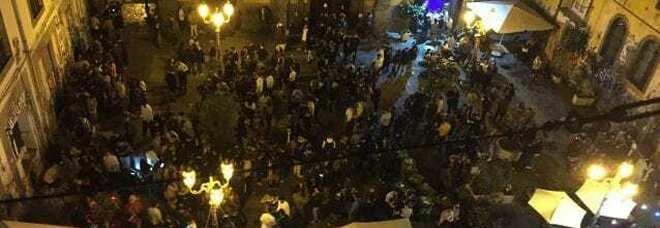 Coprifuoco a Napoli, feste e pranzi proibiti: blitz e raffica di denunce