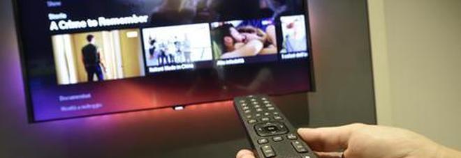 Guardare la TV aumenta le probabilità di sviluppare il cancro al colon-retto, lo dice una ricerca