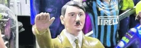Spunta Hitler sul presepe di Napoli, la rabbia dei pastorai: «Che sfregio»