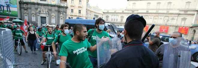 G20 a Napoli, sale la temperatura: 50 attivisti forzano la «zona rossa»