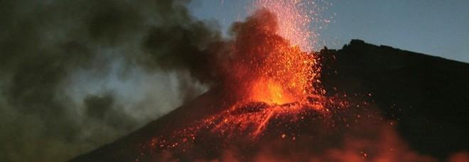 «L'Etna sta scivolando nello Ionio»: le cause in fondo al mare. E si teme uno tsunami